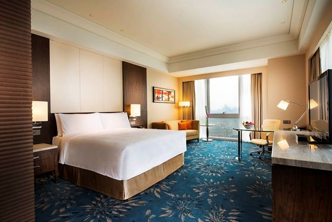 The Shanghai Marriott Hotel Pudong East offers 323 rooms and suites that feature scenic views of park, lake or canal of the surrounding area.