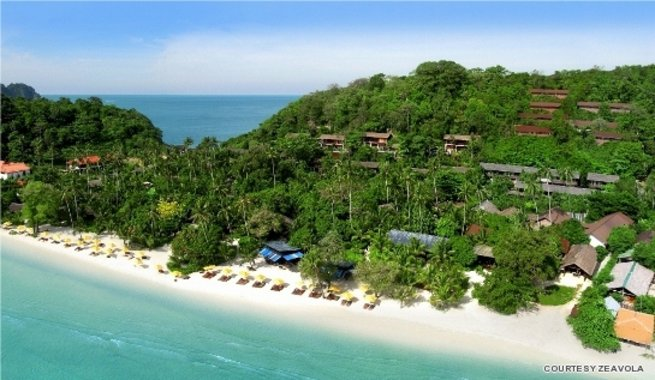Check out the five luxury summer beach packages across Thailand, including islands of Koh Phi Phi, Phuket and Krabi.