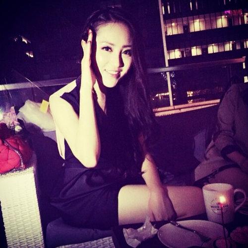 Hong Kong Fashion Blogger Elle Lee